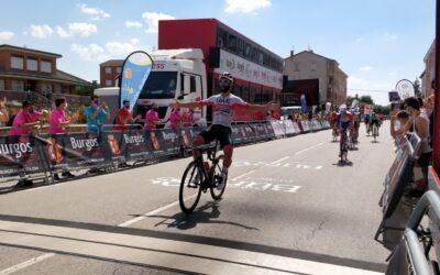 Fernando Gaviria (UAE Emirates) se hace con la 2ª etapa de la Vuelta a Burgos, en la que el burgalés Ángel Fuentes (Burgos BH) ha tenido otro gran día.