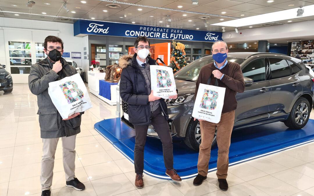 El ganador de la cesta navideña de la San Silvestre Cidiana recoge su premio en Grupo Ureta Automóviles.